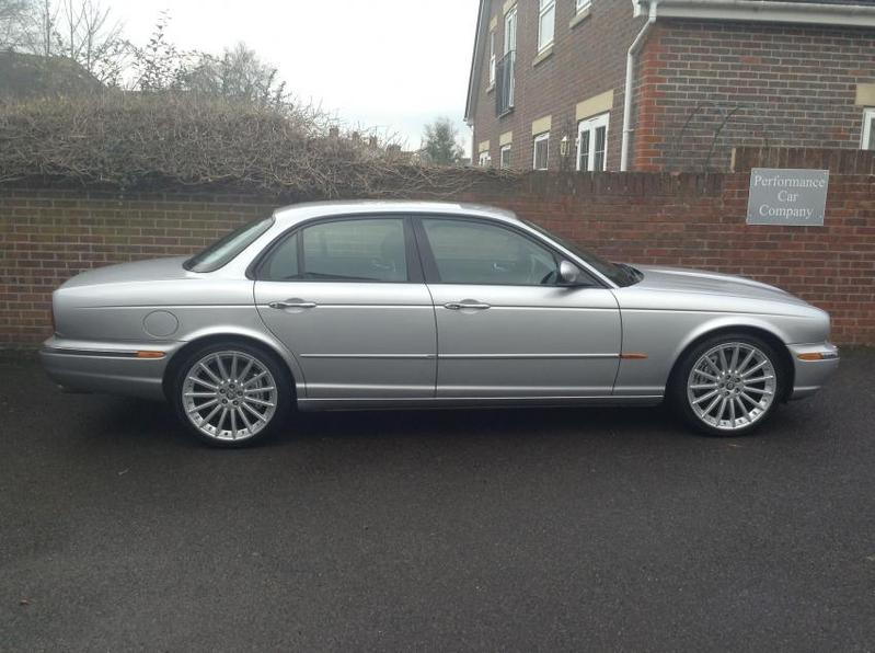 View JAGUAR XJ XJR 4.2 SUPERCHARGED V8 R Auto FJSH Full Specification